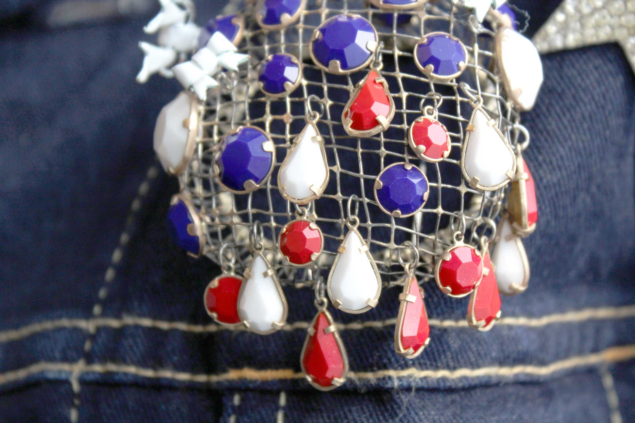 Wear Your Independence : Buttons & Brooches